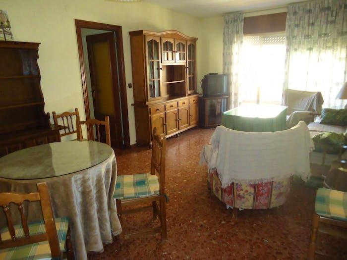 Welcoming double bedroom in Ciudad Jardin  - Gallery -  3