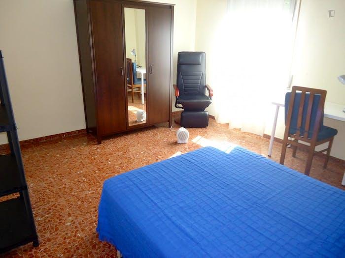 Welcoming double bedroom in Ciudad Jardin  - Gallery -  2