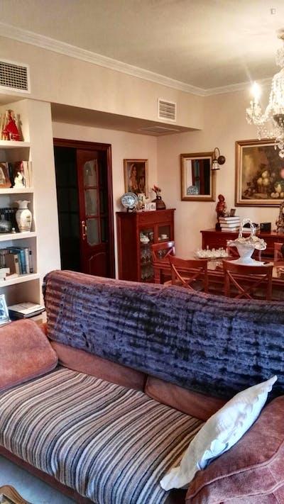 Very neat and cosy twin bedroom in Sevilla Este - Carretera de Málaga  - Gallery -  3