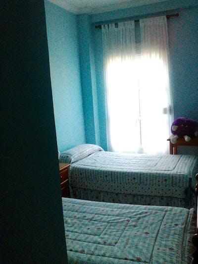 Very neat and cosy twin bedroom in Sevilla Este - Carretera de Málaga  - Gallery -  2