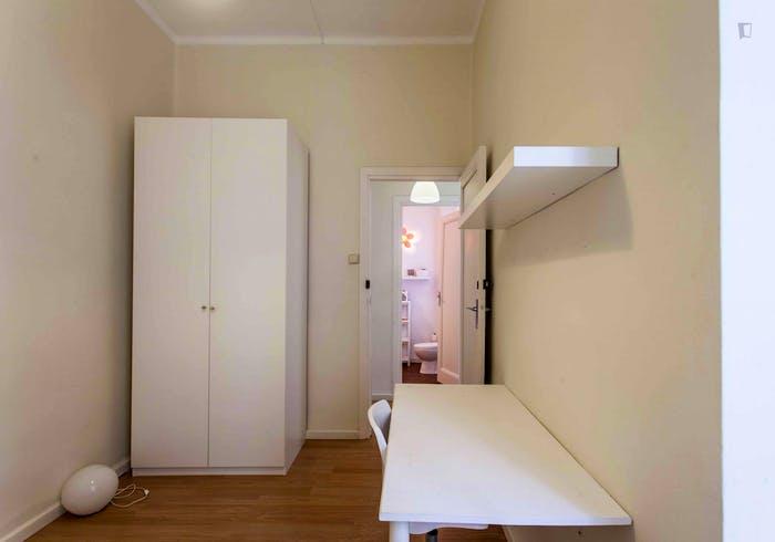 Very cool double bedroom near the Joaquín Sorolla train station  - Gallery -  3