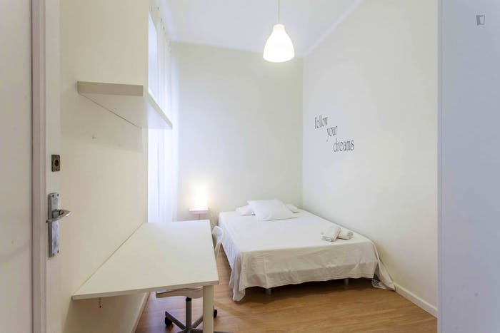 Very cool double bedroom near the Joaquín Sorolla train station  - Gallery -  1