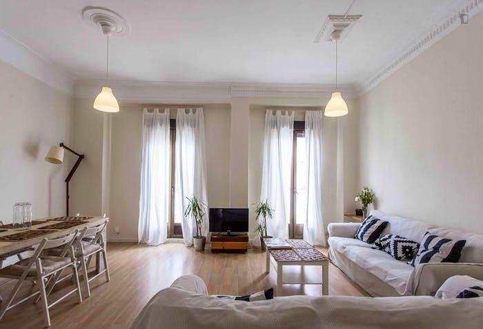 Very cool double bedroom near the Joaquín Sorolla train station  - Gallery -  7