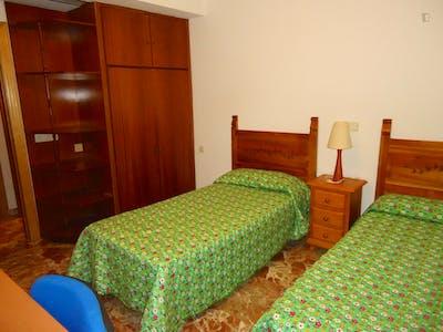 Twin bedroom in a 3-bedroom apartment  - Gallery -  1