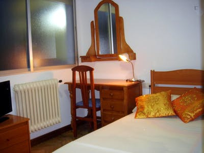 Well-equipped double bedroom in the centre of Salamanca