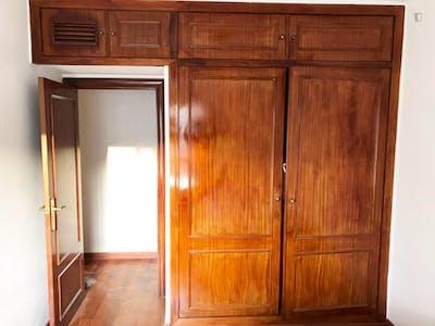 Tasteful double bedroom in the heart of Cordoba  - Gallery -  1
