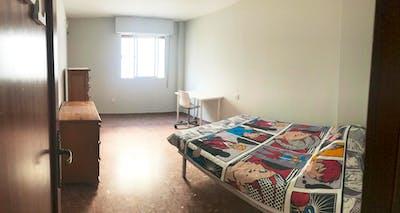 Welcoming single bedroom next to Jardines de la Victoria  - Gallery -  1