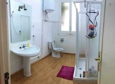 Sublime single bedroom in a student flat, in the centre of Cordoba  - Gallery -  1