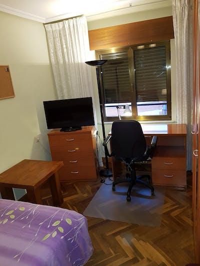 Welcoming double bedroom in Barrio del Oeste  - Gallery -  1