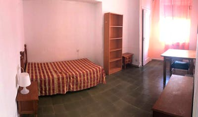 Student-friendly single ensuite bedroom in the centre of Cordoba  - Gallery -  1