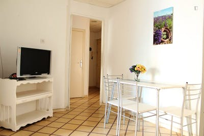 Sunny single bedroom in a 5-bedroom apartment, in Figares  - Gallery -  3