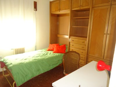 Charismatic single bedroom in San Basilio
