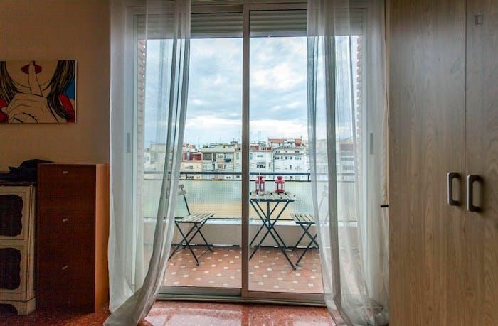 Wide double bedroom with a balcony, near Facultat De Magisteri  - Gallery -  6