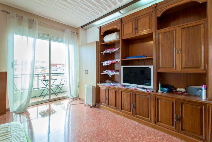 Wide double bedroom with a balcony, near Facultat De Magisteri  - Gallery -  4