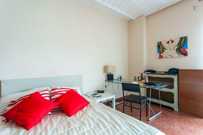 Wide double bedroom with a balcony, near Facultat De Magisteri  - Gallery -  5
