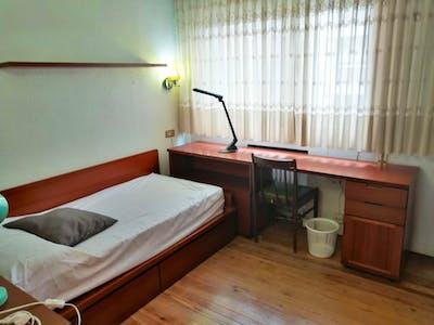 Cool single bedroom in  Indautxu