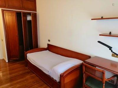 Nice single bedroom near Autonomía Train Station