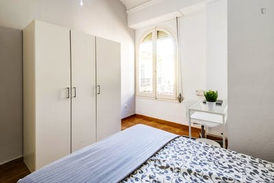 Typical double bedroom in Ciutat Vella  - Gallery -  1