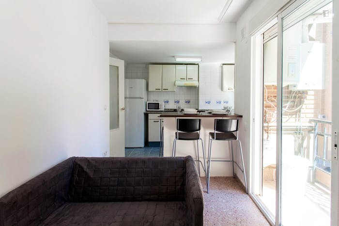 Very cool double bedroom with a balcony, near Jardins del Reial  - Gallery -  9