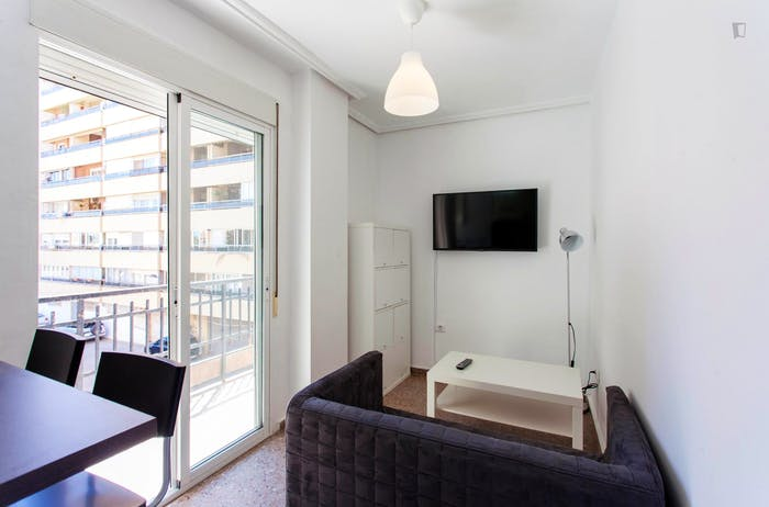 Very cool double bedroom with a balcony, near Jardins del Reial  - Gallery -  5