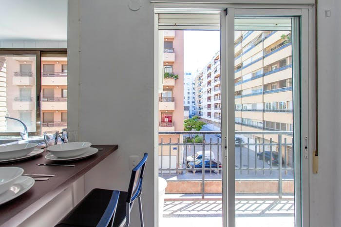 Very cool double bedroom with a balcony, near Jardins del Reial  - Gallery -  6