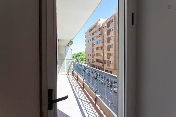 Very cool double bedroom with a balcony, near Jardins del Reial  - Gallery -  4