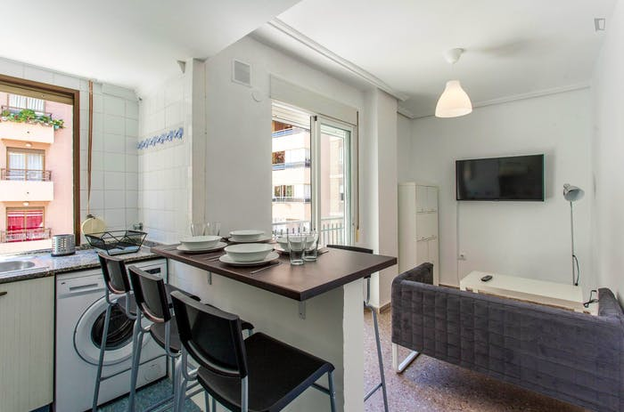 Very cool double bedroom with a balcony, near Jardins del Reial  - Gallery -  8