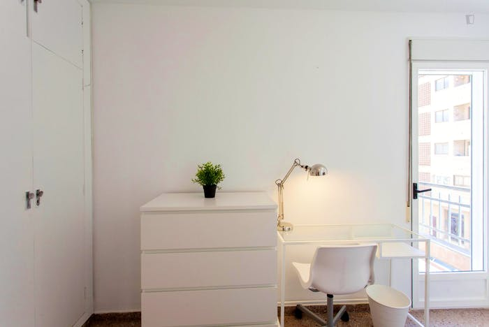 Very cool double bedroom with a balcony, near Jardins del Reial  - Gallery -  2