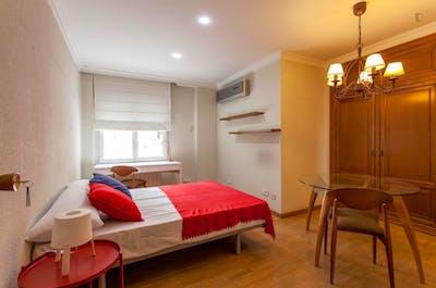 Tasteful double bedroom near Facultat de Filologia, Traducció i Comunicació  - Gallery -  1