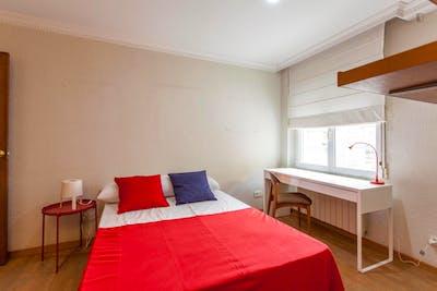 Tasteful double bedroom near Facultat de Filologia, Traducció i Comunicació  - Gallery -  2