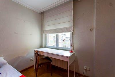 Tasteful double bedroom near Facultat de Filologia, Traducció i Comunicació  - Gallery -  3