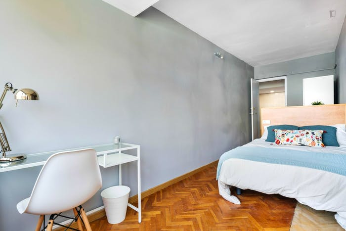 Wonderful double bedroom with a balcony, in Mestalla  - Gallery -  2
