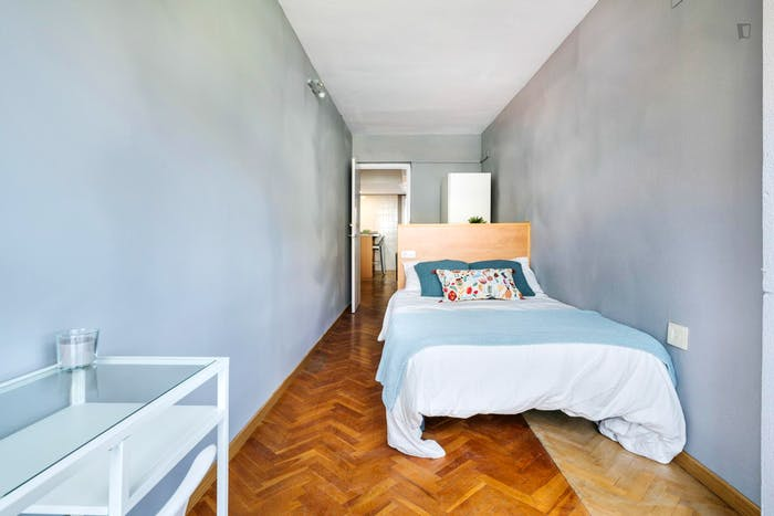 Wonderful double bedroom with a balcony, in Mestalla  - Gallery -  3