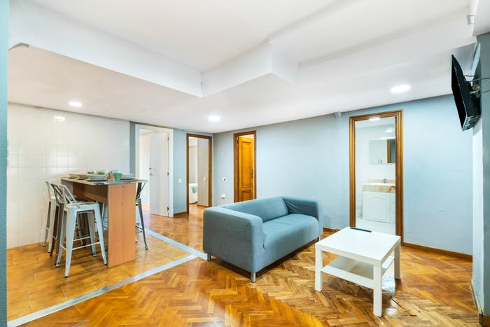 Wonderful double bedroom with a balcony, in Mestalla  - Gallery -  8