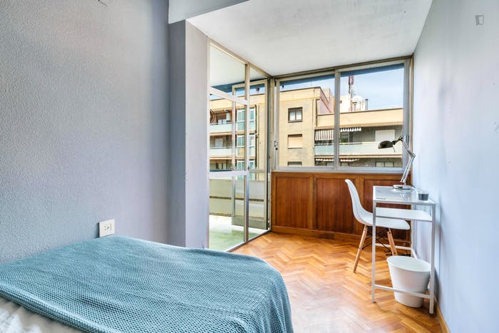 Wonderful double bedroom with a balcony, in Mestalla  - Gallery -  4