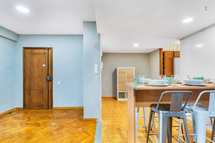 Wonderful double bedroom with a balcony, in Mestalla  - Gallery -  7
