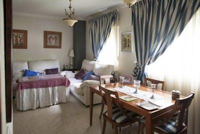 Suitable single bedroom in a 3-bedroom flat, in La Negrilla  - Gallery -  3