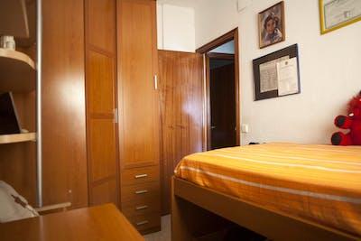 Suitable single bedroom in a 3-bedroom flat, in La Negrilla  - Gallery -  2