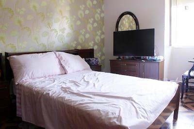 Comfortable double bedroom near the Sestao metro station