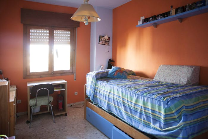 Vibrant single bedroom in a complex in Montequinto  - Gallery -  1