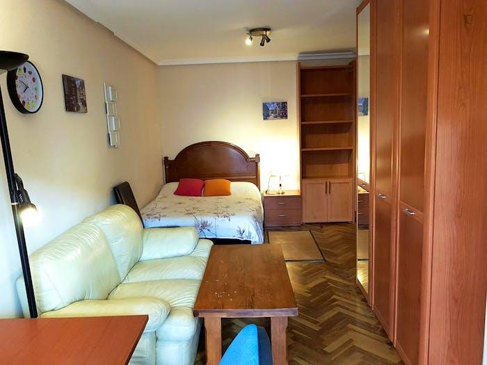 Very cool double bedroom in Barrio del Oeste  - Gallery -  8