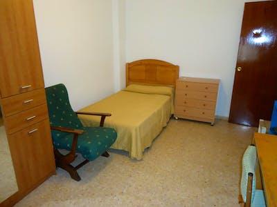 Sublime single bedroom in San Basilio  - Gallery -  1