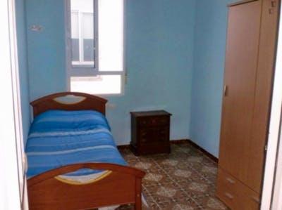 Habitación individual en un piso de 5 habitaciones