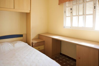 Single bedroom in a 5-bedroom flat in Bellavista