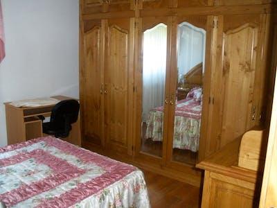 Spacious single bedroom close to Universidad de Cantabria
