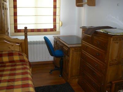 Single bedroom in a 3-bedroom flat near Universdad de Cantabria