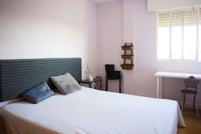 Elegant double bedroom in Tomares