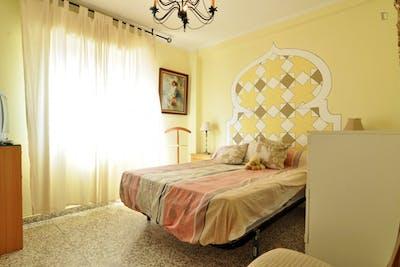 Tradicional double bedroom in the vicinity of the Facultad de Ciencias de la Educación - Universidad de Málaga  - Gallery -  2