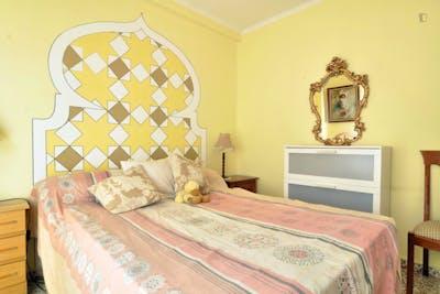 Tradicional double bedroom in the vicinity of the Facultad de Ciencias de la Educación - Universidad de Málaga  - Gallery -  1