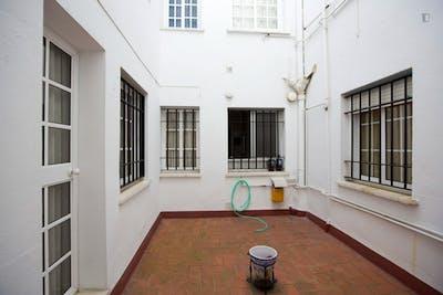 Tiny single bedroom close to Facultad Bellas Artes  - Gallery -  3